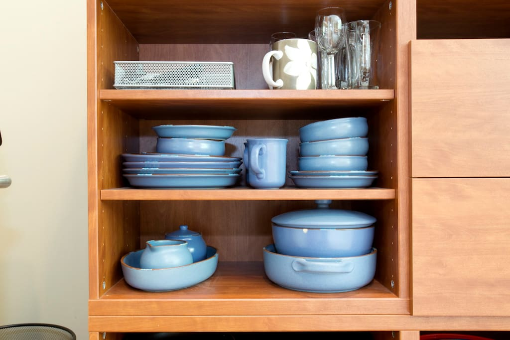 Full set of dishes, cookware & utensils.