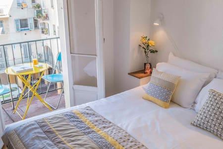 BRIGITTE - Riviera chic! Great Old Town Location! - Wohnung