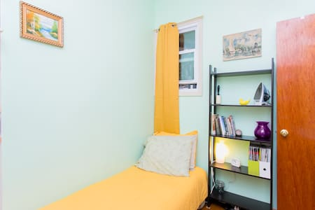 """Please read everything! Apartment in Chinatown/Lower East Side, close to transportation (F, 4/5/6, B/D) and great food. Near Manhattan and Brooklyn bridges, East River, bike paths, bars/restaurants/shops, and parks. Nice """"off-the-beaten-track"""" feel!"""