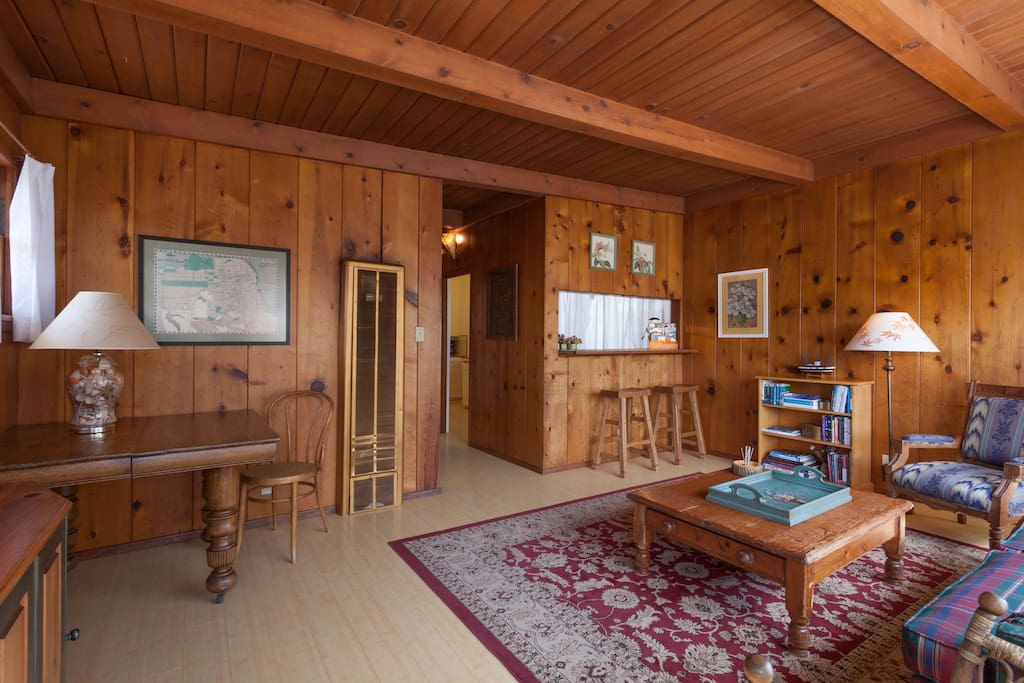 URBAN CABIN, 1BR, Pets by approval
