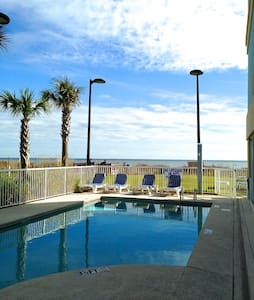 Spacious*OCEANFRONT*POOLS*Renovated