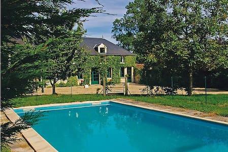 Maison de caractère, piscine privée - House