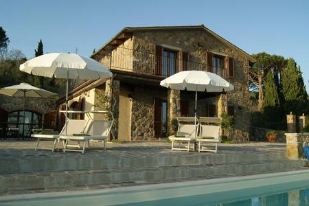 Charming villa, fantastic pool, spectacular view - Roccatederighi