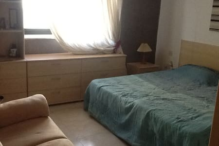 Room in modern & central apartment - Sliema - Apartment
