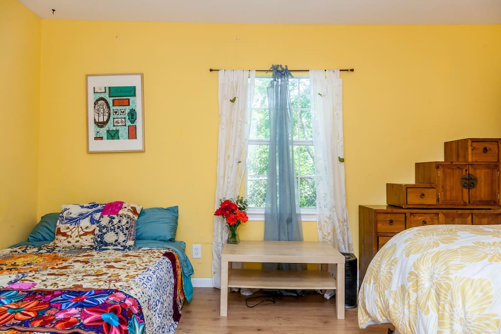 The Saffron Suite -This bright, colorful room has 2 beds (queen and double) and an ensuite bathroom