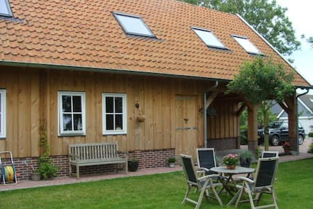 Spacious appartment in wooden lodge - Reitsum