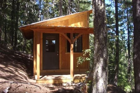 Hawk's Nest retreat cabin at 4400""