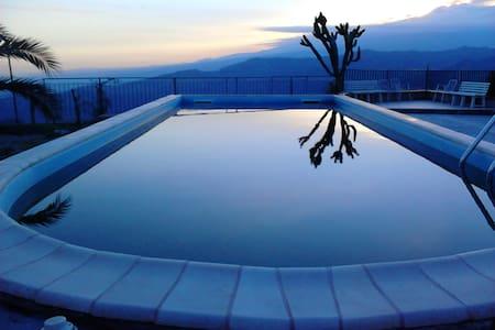 Stanza singola con bagno in villa - Chianchitta-trappitello - Villa