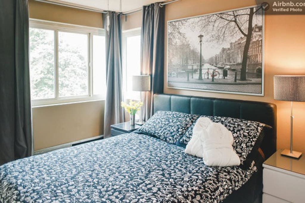 """Master bedroom with queen-size bed, 32"""" flat screen, and more amazing views"""