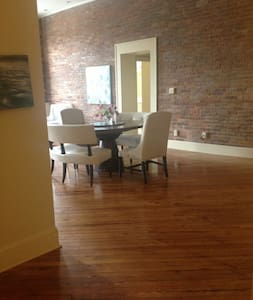 City Loft in Downtown Spartanburg - Apartment