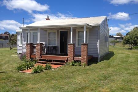 Seafarers Cottage East Coast Tas - House