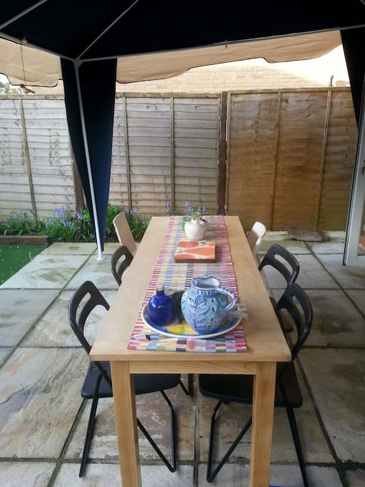 Outdoor dining tranquility