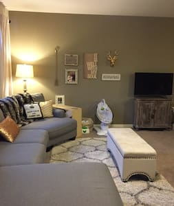 Charming and Chic 2 Bedroom Apt - Louisville