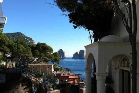 Casa a Capri sul mare