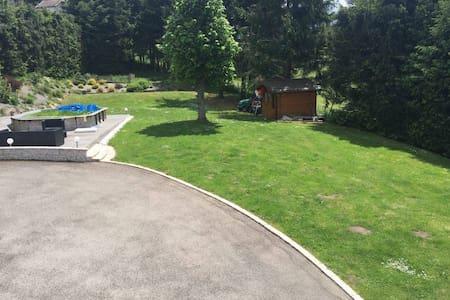 Euro16 : appart jardin et piscine - Planfoy - Rumah