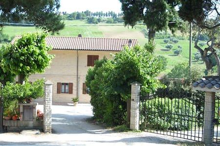 CASALE A DUE MINUTI DAL CONERO - Porto Potenza Picena - House