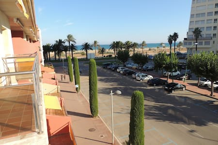 Apt. avec 2 chambres, 2 sdb, piscine, plage, clime - Empuriabrava
