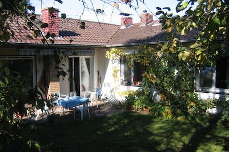 Ferienhaus mit wunderschönem Garten - Huis