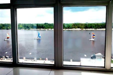 Уютная квартира-студио на Подоле с видом на Днепр - Kiev - Lägenhet