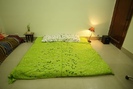 Room on independent floor. Hosted by Indian family - Ganze Etage