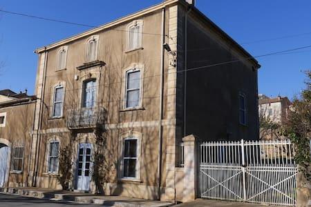 Location maison de maître Bizanet - House