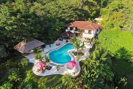 Luxury & Comfort in a Tropical Para