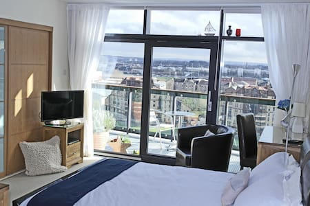 Super Room in Riverside Penthouse - Glasgow - Apartment