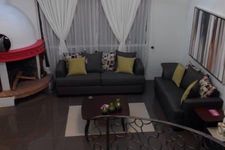 Casa ubicada en Lerma de Villada!!! - Huis