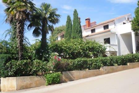 Ferienwohnung Milanovic für 2+2 Personen bei Porec - Wohnung