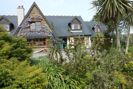 Kinsale B & B  quiet garden setting - Cork - Bed & Breakfast