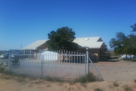 Country Home with Separate Private 2BR 1LR Suite. - Los Lunas - Haus