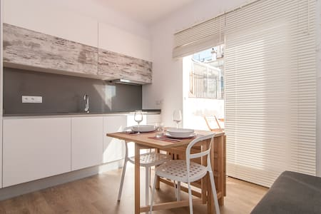 A rennovated Loft in Heart of Barcelona, just next to Passeig de Gracia and Plaza Catalunya. It's warm and cozy with all you need for having a unforgettable season in Barcelona. Hardwood floors, an elegant kitchen and a terrace to enjoy.