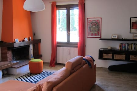 Bright and spacious 3-floors Villa - Montecavolo