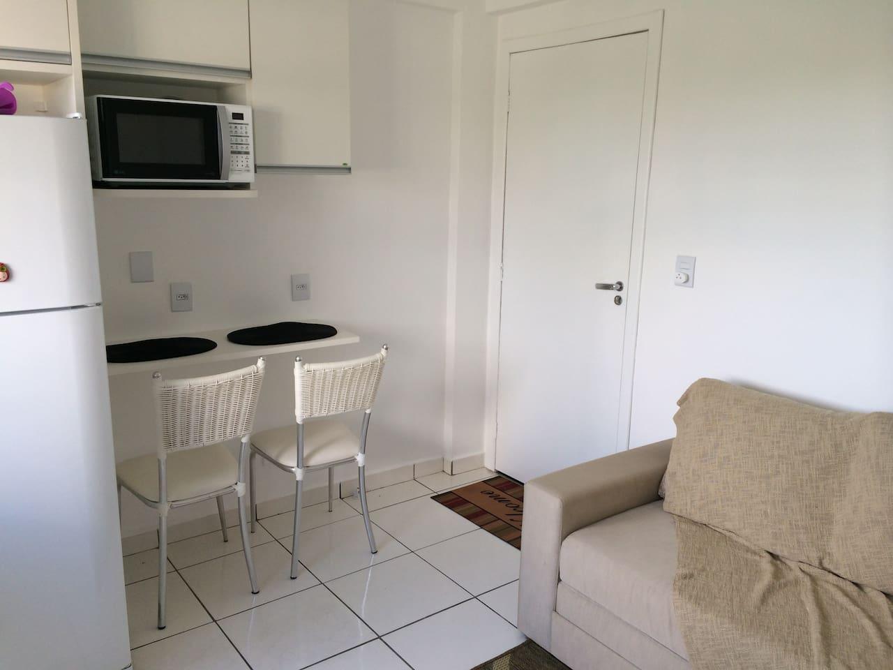 Sofa-bed and eating table. Sofa-bed may be used by a 3rd and 4th person. / PT: Sofa-cama e mesa para comer. Sofa-cama pode ser usado por um 3o e 4o hóspede.