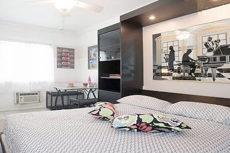 Studio Great Location.!.Great Value.! - Miami Beach