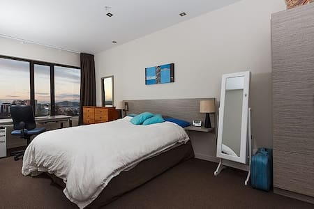 Sunny apartment - breathtaking view - Auckland