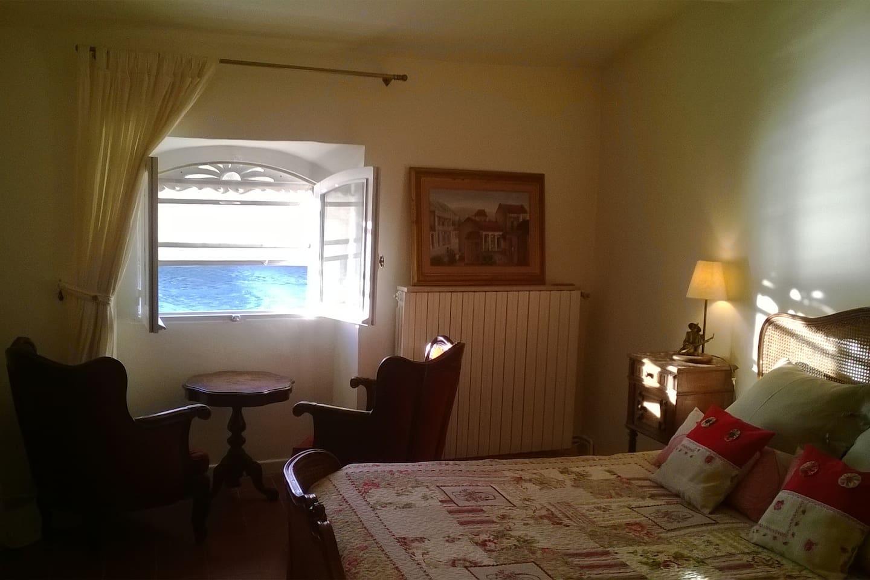 La chambre Vue sur Rhône.The room Vue sur Rhône antique french style furnitures