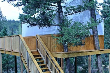 Unique Tree House - Ashcroft - Treehouse