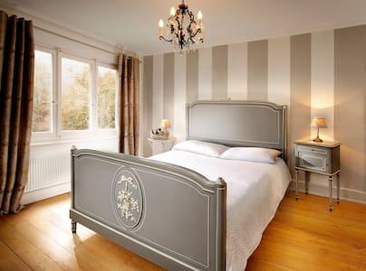 Romantic Bed + Breakfast Porrentruy - Courchavon - Bed & Breakfast