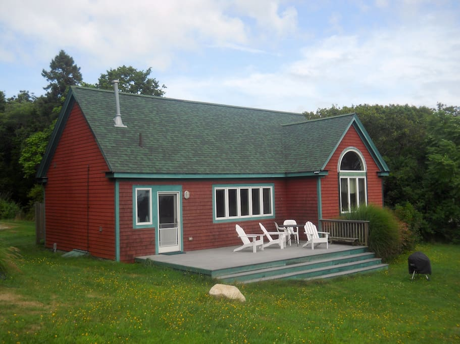 Oceanfront Cottage on Buzzards Bay