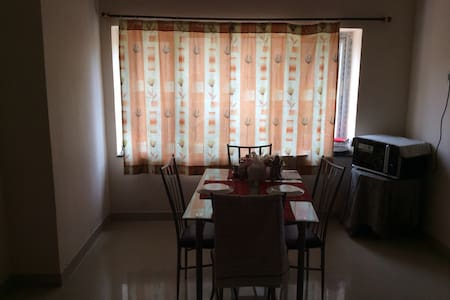 Pvt. room in a 3 BR flat@Gachibowli - Appartement