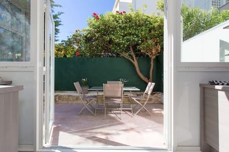 Cannes central studio, parking/garden/beach/quiet. - Cannes
