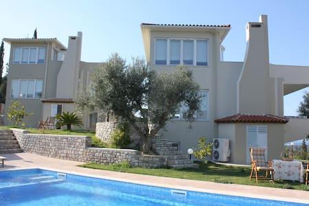 Newly built villa by the sea! - Vila