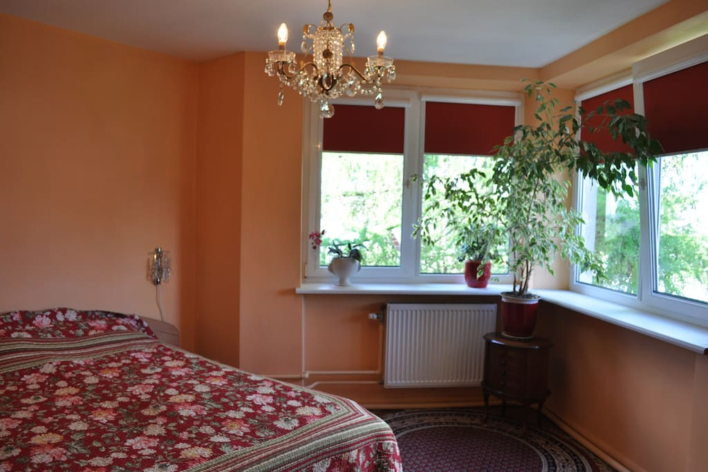 Beautiful room,10min from center