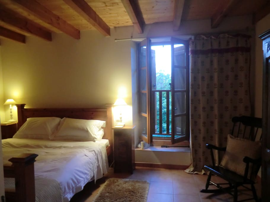Super King bed with bath and shower ensuite,overlooking ramparts