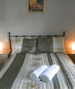 Shambala 100+ farmhouse - room 3 - Bed & Breakfast