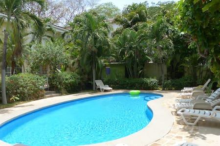 Condo w/ pool-*Special $600 a week