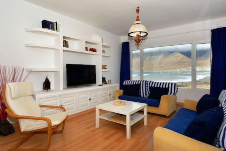 Superab Location FirstLine Famara right to the sea - Casa de camp