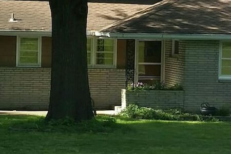 3 bedrooms on private level - Kansas City - House