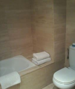 Figueres-Dali Habitacion doble baño - Figueres - Bed & Breakfast
